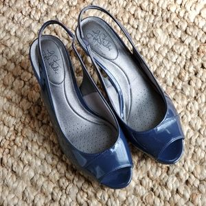 Life Stride navy blue peep toe pumps size 9.5